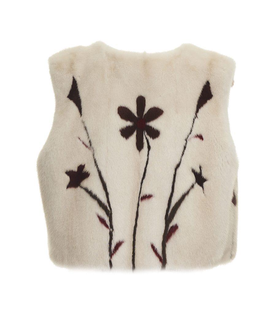 Pelliccia Daniela Vezza in visone colore panna con dettagli colorati disegno fiore. Foderata in pura seta. Modello gilet corto.